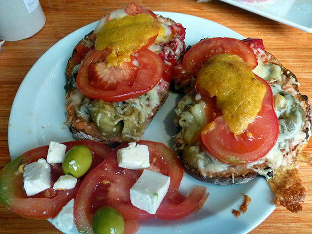 la-nena bread with melted cheese and tomato