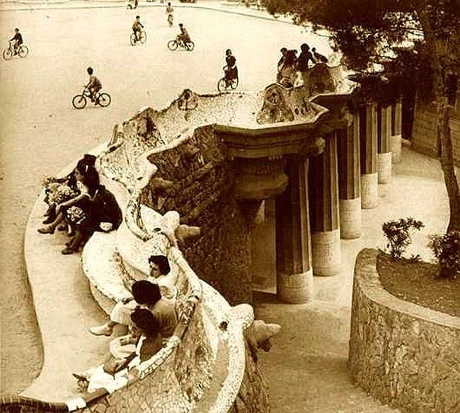 Parc Güell history and secrets bench black and white