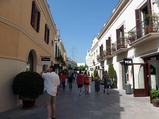 Roca Village street