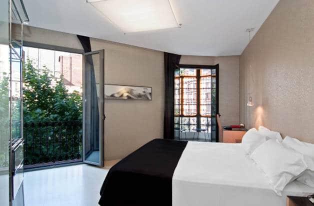 hotel axel room