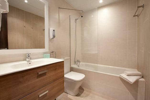 hotel centric bathroom