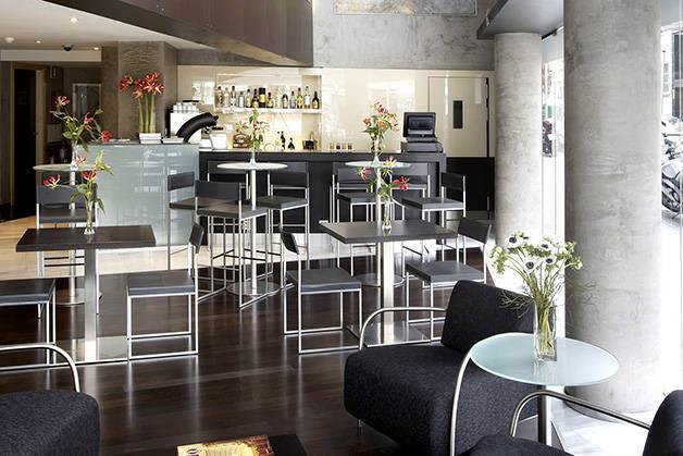 cafe Madanis hotel