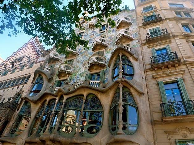 façades batllo amatller catalan art nouveau