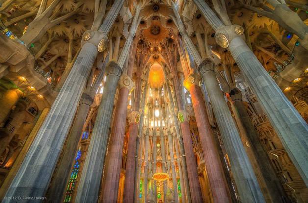 Gaudí sagrada familia interior