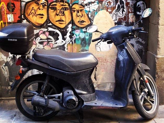 street art barcelona motorbike