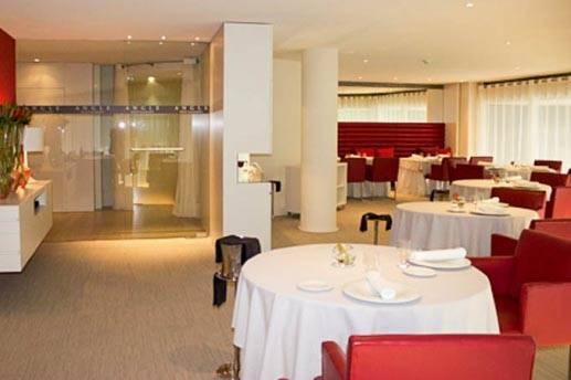 hotel cram restaurant angle