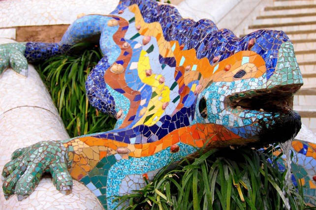dragon park guell Barcelona with children