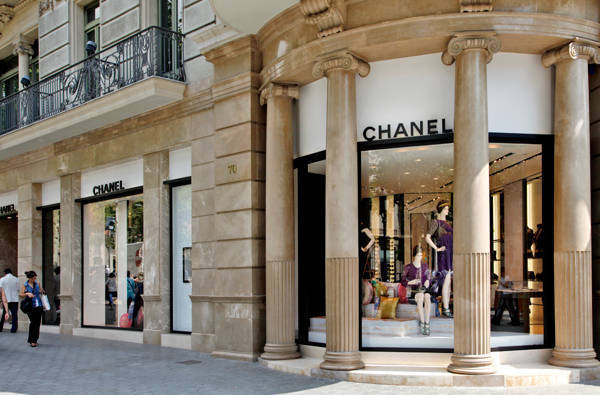Chanel store free activities