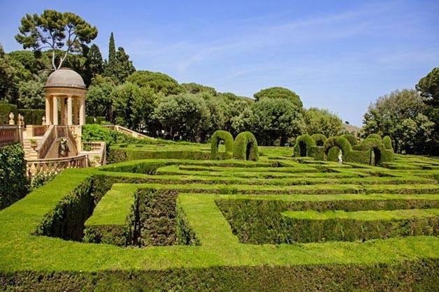 Horta labyrinth park free activities