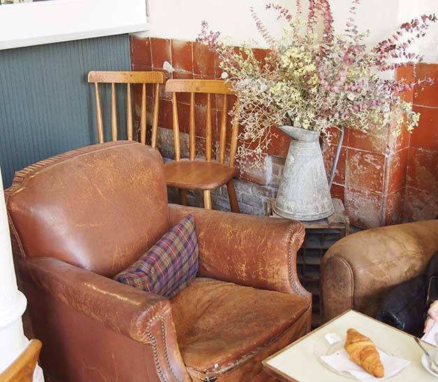 granja petitbo leather armchairs