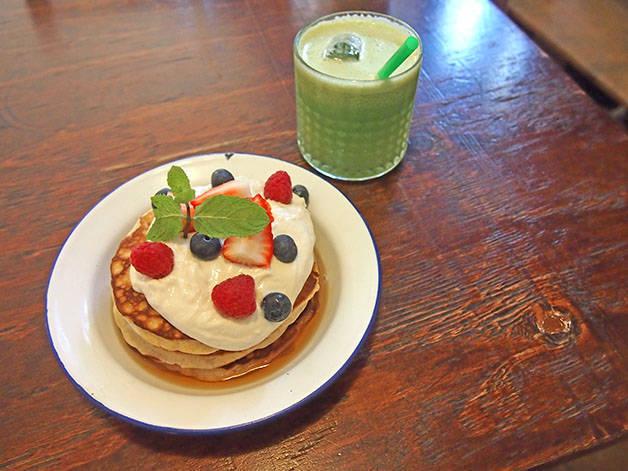 granja petitbo pancake and fruit juice