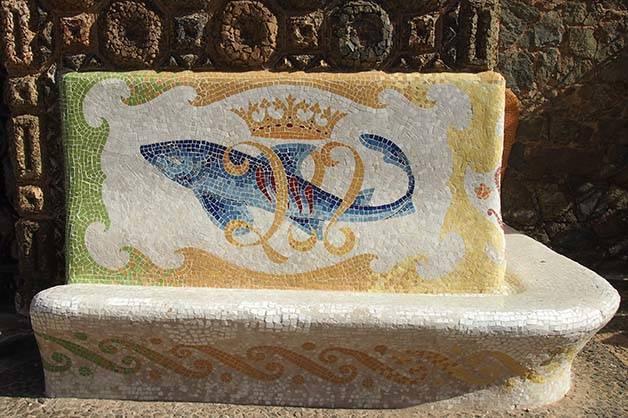 torre bellesguard mosaic bench