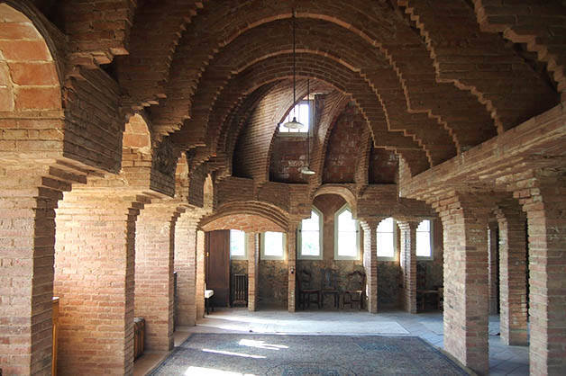 torre bellesguard arcades and vaults