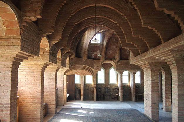 torre bellesguard arcades and vaults