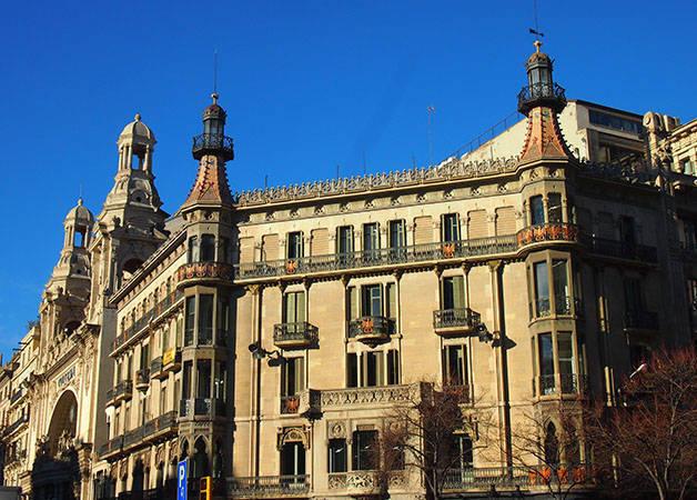 rambla catalunya façade art nouveau