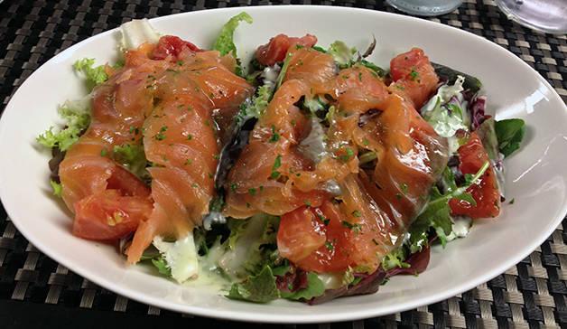 salmon salad bubó
