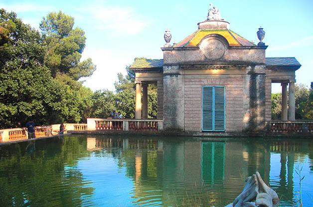 horta labyrinth park pond