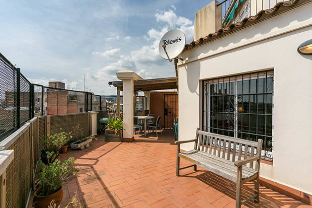 renting an apartment Barcelona terrace view