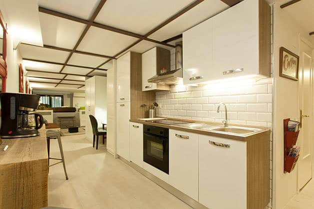 renting an apartment Barcelona kitchen