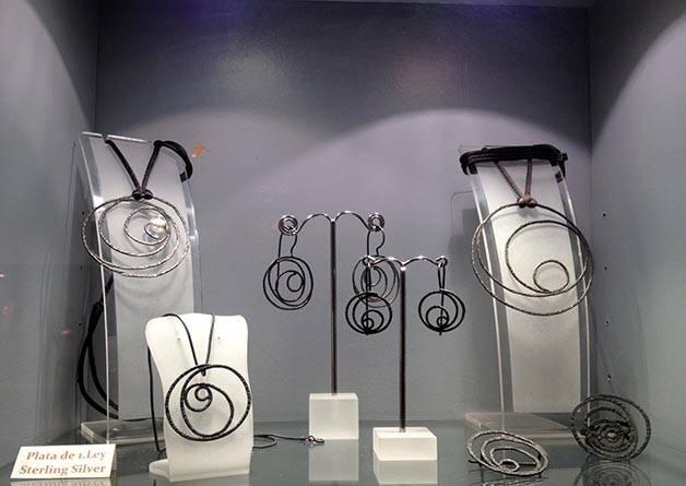 jeweler locura cotidiana: organic shape pieces