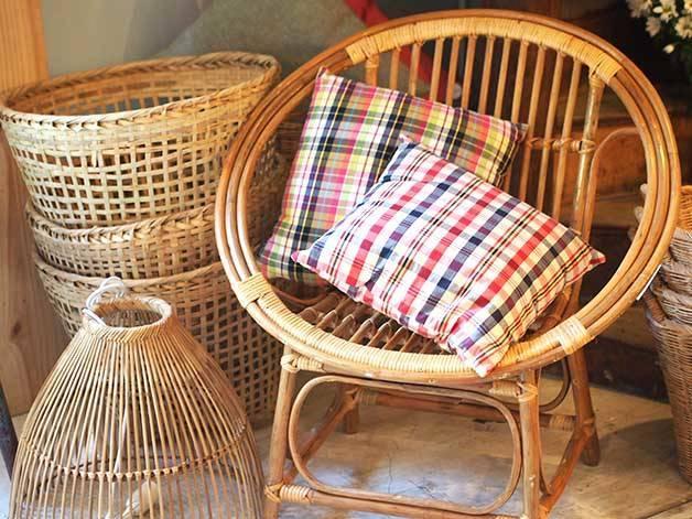 round wicker chair La Variété