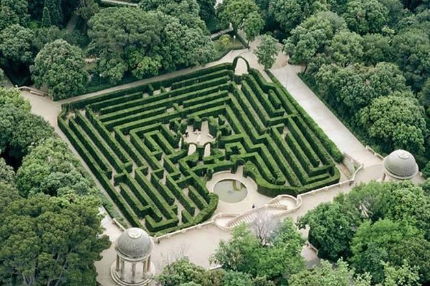 horta labyrinth Barcelona with family