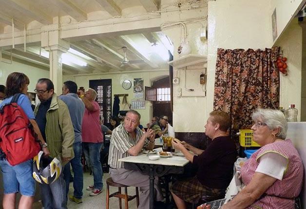 customers cova fumada barcelona like a local