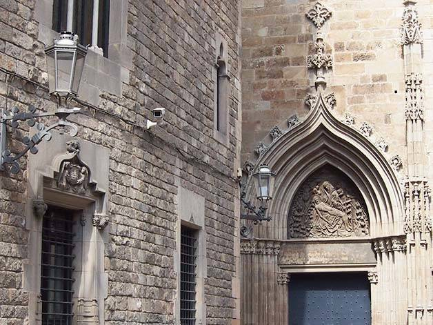 budget guided visit gothic quarter