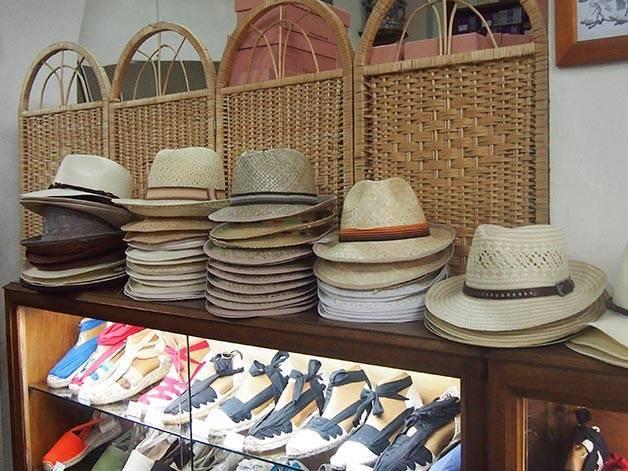 la manual alpargatera: espadrilles and hats