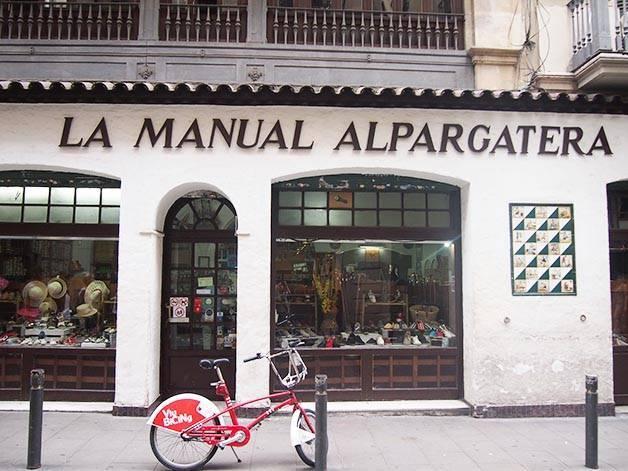 la manual alpargatera: front of espadrille shop