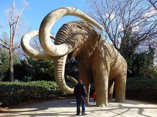 mammoth parc de la ciutadella Barcelona with children
