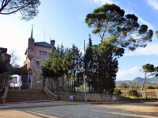colonia güell school