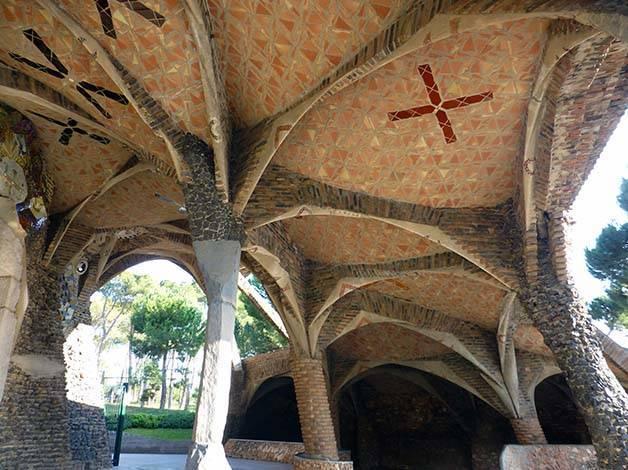 crypt colonia güell pillars