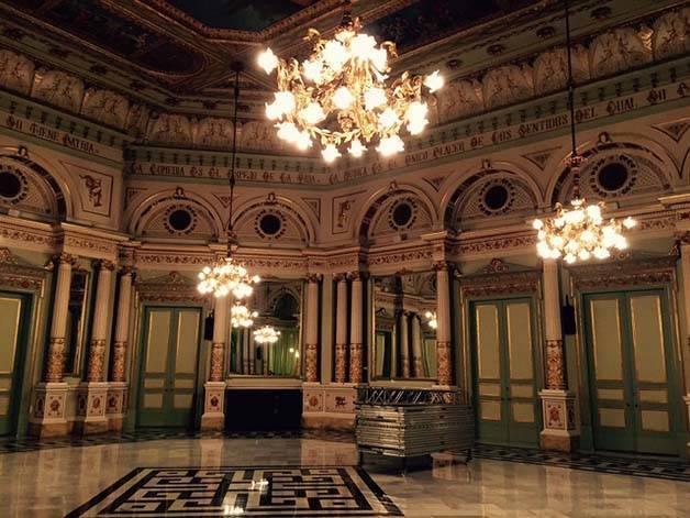 visit liceu mirror saloon