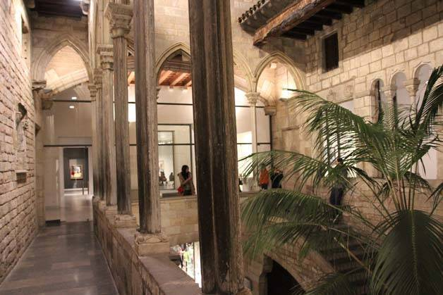 budget guided visit Picasso museum