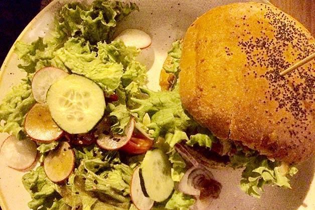 Menssana-burger and salad