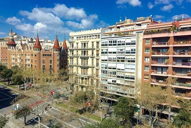 hotel-ibis-style-centre-view of casa de les punxes