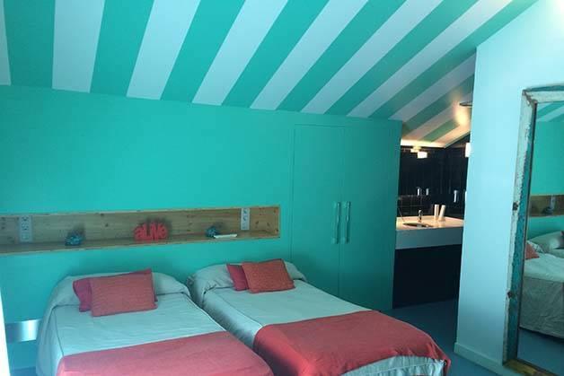 amistat beach hostel room