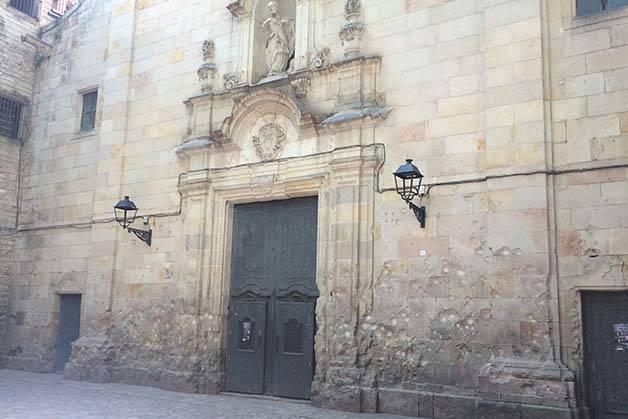 Gothic quarter Barcelona shell marks