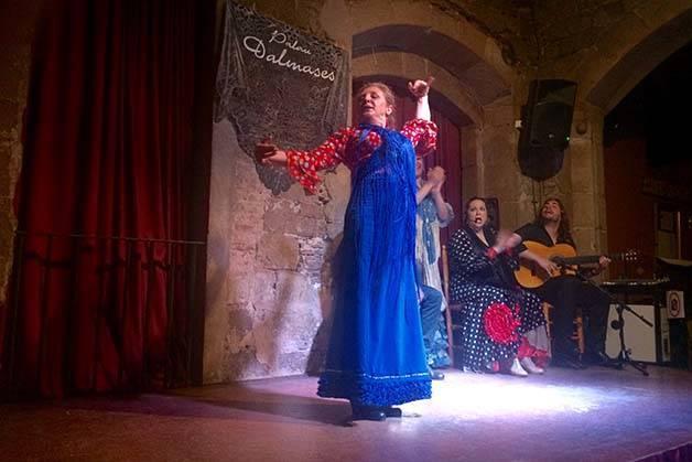 flamenco performance in Barcelona dancer