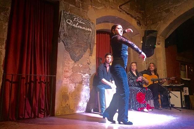 flamenco show in Barcelona dancer