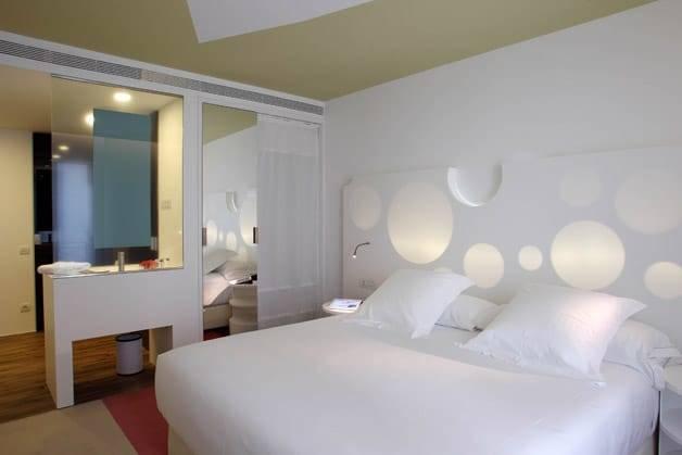 Room mate room