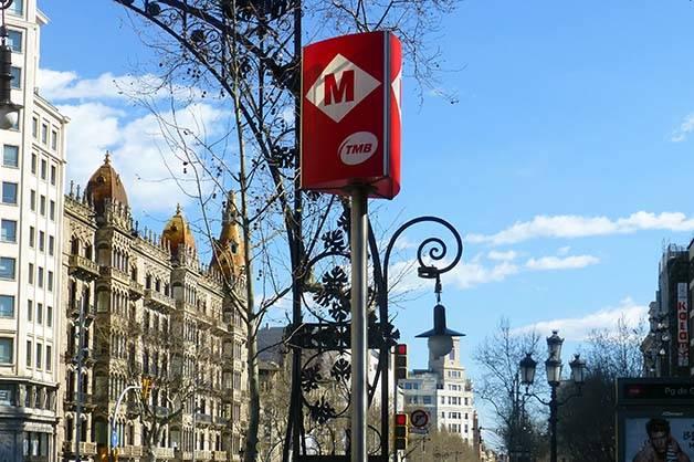 Barcelona metro signal