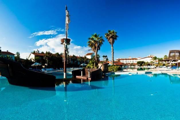 hotels in Port Aventura pool