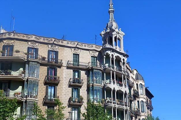 building Eixample accommodation