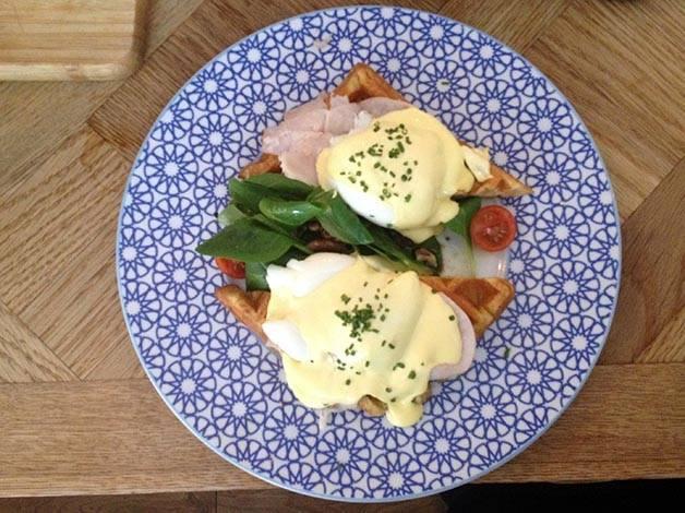 benedict eggs Brunch & Cake