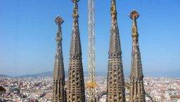 tours Sagrada Familia queueing