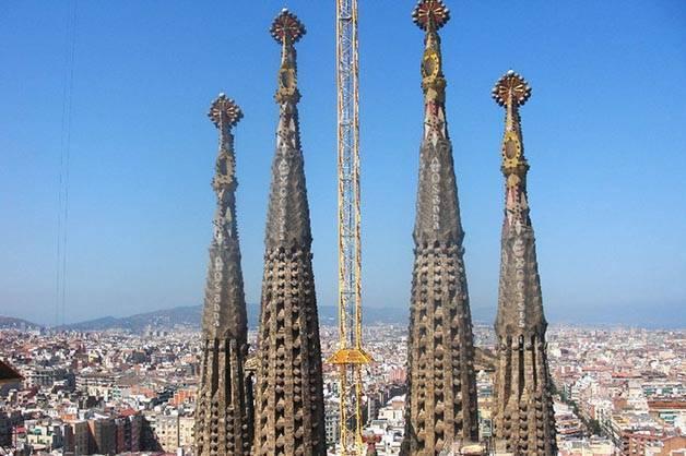 tours Sagrada Familia queueing