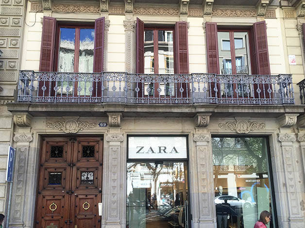 shopping women zara barcelona