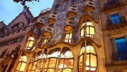 Casa Batlló at night